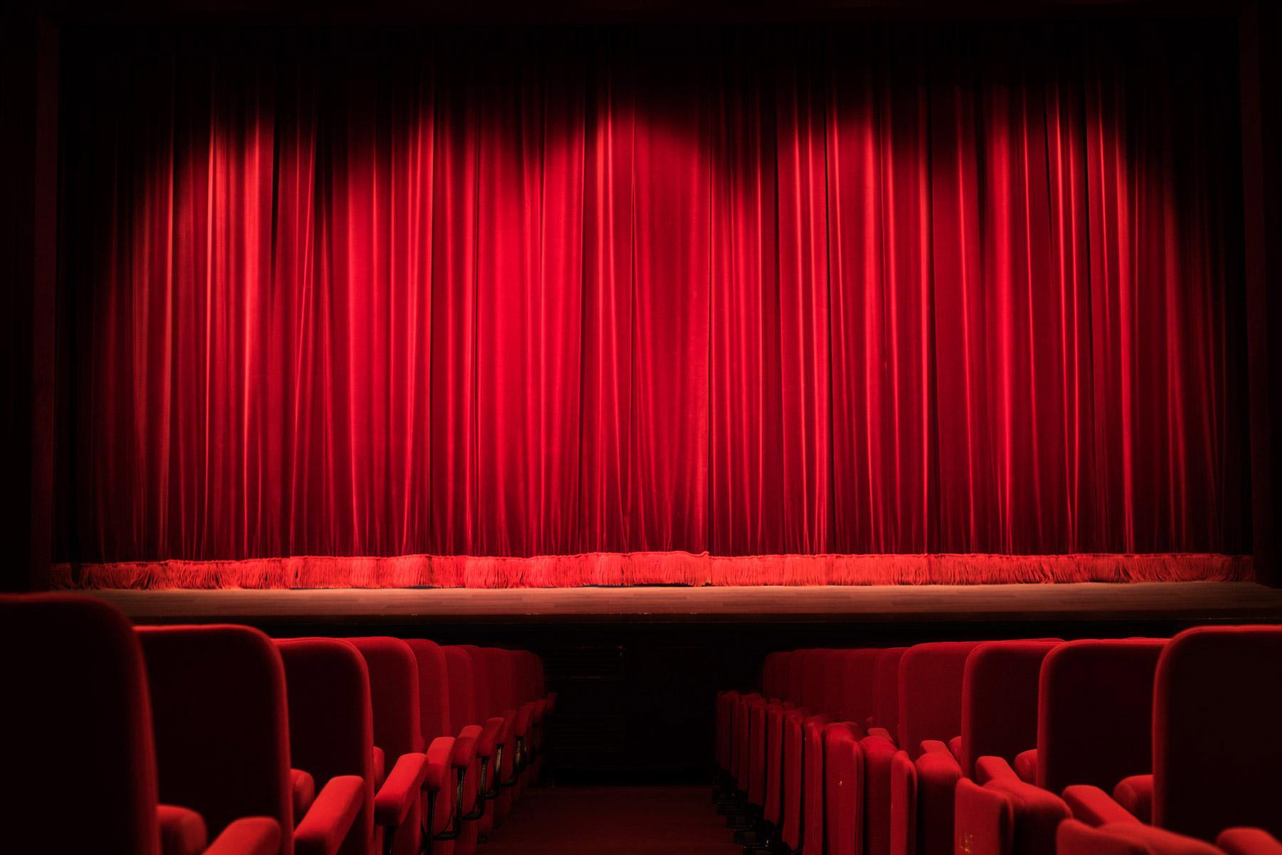 Théâtre Fontaine : le lieu, les artistes incontournables